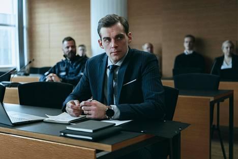 Elisan seuraava kotimainen alkuperäissarja on Pohjolan laki. Lauri Tilkanen näyttelee pinteeseen joutuvaa asianajajaa Matti Pohjolaa.