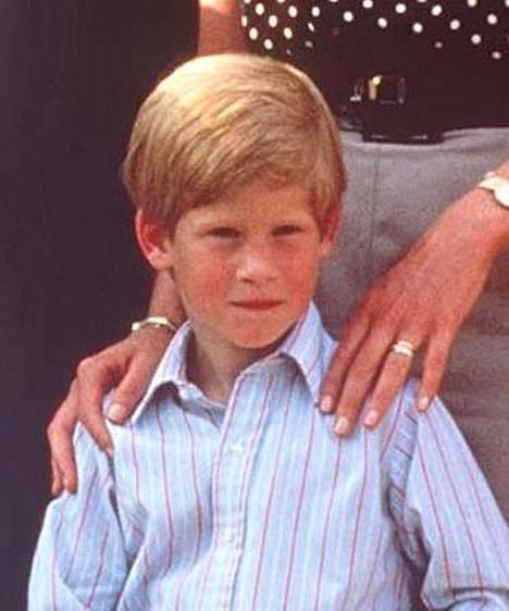Tältä prinssi Harry näytti vuonna 1990.