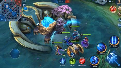 Mobile Legends: Bang Bang -pelissä taisteluareenalla pelaa vastakkain kaksi viiden hengen joukkuetta. Peli on supersuosittu Kaakkois-Aasiassa.