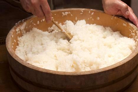 Japanilaisessa sushiravintolassa riisi on vähintään huoneenlämpöistä.