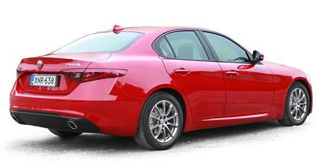 "Kuvassa ""perusmallinen"" Alfa Romeo Giulia."