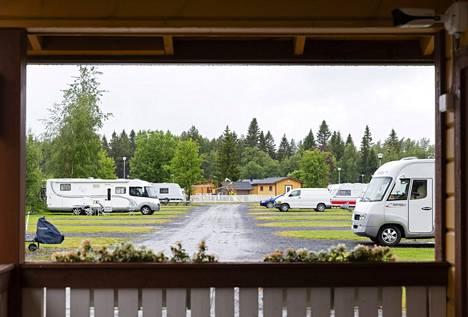 Matkailuautot käyvät kaupaksi, mutta myös vuokraus innostaa suomalaisia.