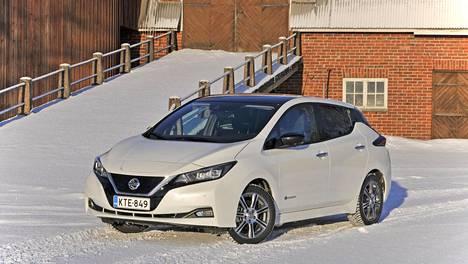 Täyssähköauto Nissan Leaf on kasvanut toisen sukupolven ikään, ja se on muuttunut sekä näyttävämmäksi että suorituskykyisemmäksi.