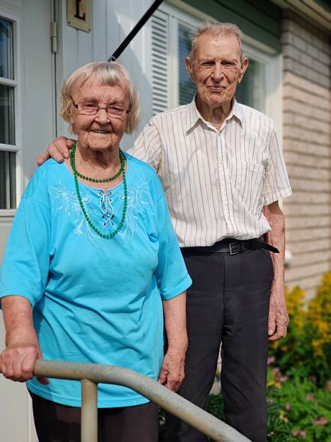 Juhannuksen alla juhlistettiin Annin 101-vuotissyntymäpäivää ja Stolpeilla kävi onnittelijoita. Evert saavuttaa saman lukeman syksyllä.