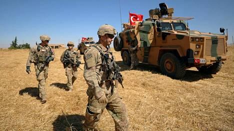 Yhdysvaltalaissotilaat partioivat yhdessä turkkilaisjoukkojen kanssa Tell Abiadin lähistöllä Syyriassa syyskuun alussa.
