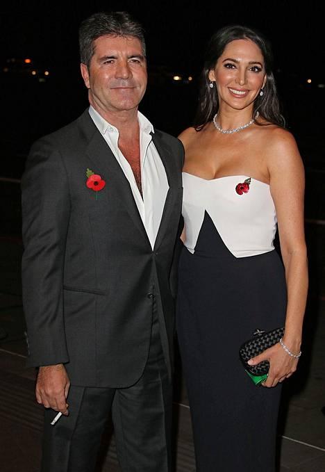 Cowell kuvattuna puolisonsa Lauren Silvemanin kanssa 2015. –Olin ennen kuin vampyyri ja kukuin hereillä aamukahdeksaan asti, tv-tähti on kuvaillut entisiä elämäntapojaan.