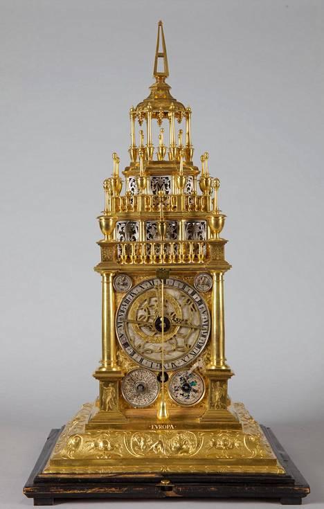 Augsburgilainen kullattu pöytäkello vuodelta 1640 on säätiön arvokas ja maailmanlaajuisestikin harvinainen aarre.