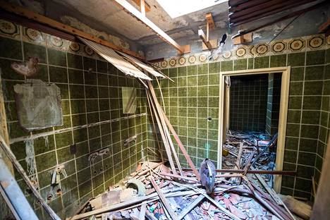 Grand Hotellin kylpyhuone on nykyään kaaoksen vallassa.