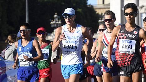 Aleksi Ojala Lontoon MM-kisojen 50 kilometrin kävelykisassa.