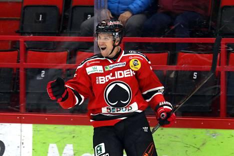 Lauri Tukonen pelasi viime kauden alun Ässissä.