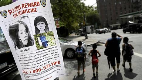 New Yorkin poliisi käynnisti viime kesänä uuden kampanjan Baby Hopeksi ristityn tytön surman selvittämiseksi. Nyt tyttö on vihdoin tunnistettu. Julisteessa on vuosien varrella laadittuja piirroksia siitä, miltä tyttö on saattanut näyttää elossa ollessaan.