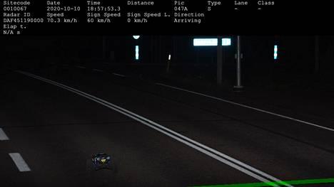 Peltipoliisin kameraan tallentui RC-auto lauantaina Haminan Töytärissä.