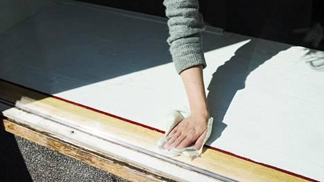 Tilasitko kotiin perussiivouksen? Tietyissä tilanteissa koti kannattaa siistiä, tai pikemminkin järjestellä kuntoon ennen ammattilaisen saapumista.