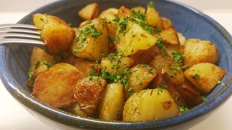 Paistetut perunat eivät ole terveysruokaa, eikä pikaruokaa, mutta loistava lisuke juhlapöytään.