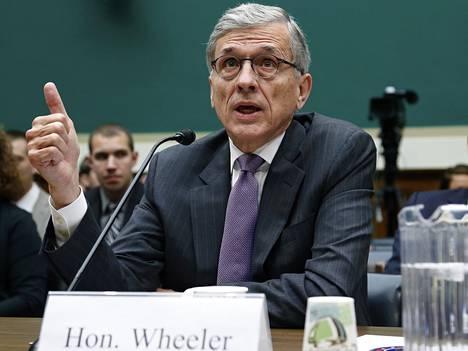 FCC:n puheenjohtaja Tom Wheeler esittää 3,3 miljardin lisälaskua Dishin välikäsinä taajuushuutokaupassa toimineille yrityksille.