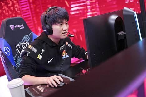 """Shuo-Chieh """"SwordArT"""" Hu pelasi vielä muutama viikko sitten MM-finaalissa osana Suning-joukkuetta. Nyt vapaan agentin uskotaan jatkavan uraansa yhdysvaltalaisessa TSM-joukkueessa."""