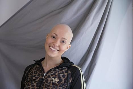 Lukkarisen syöpä kolahti pahasti hänen 13-vuotiaaseen pikkuveljeensä. Tämä oli huolissaan siitä, miten sisko pärjäisi kaljuna. –Lopulta hän totesi, että kalju oli oikeastaan ihan jees, Lukkarinen nauraa.