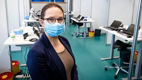 Tampereen kaupungin hoitotyön päällikkö Birgit Aikio vetoaa kaikkiin tamperelaisiin, että saaduista rokotusajoista pidettäisiin kiinni.