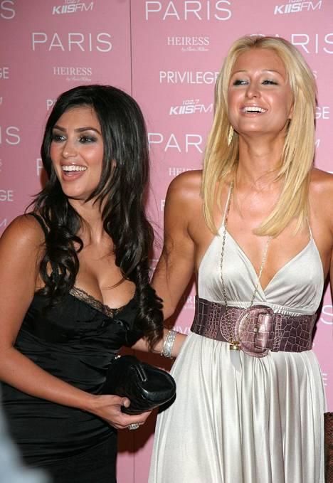 Kim Kardashian tuli tunnetuksi Paris Hiltonin bestiksenä ja avustajana.