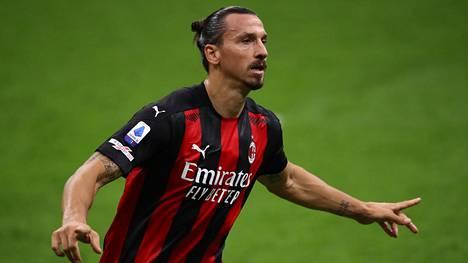 Zlatan Ibrahimovic iski maanantaina Serie A:ssa kaksi maalia, mutta on nyt kotikaranteenissa koronavirustartunnan vuoksi.