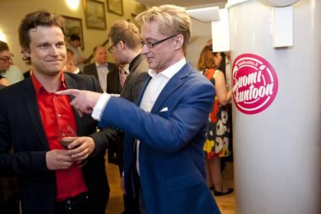 Mikael Jugner keskustan vaalivalvojaisissa.