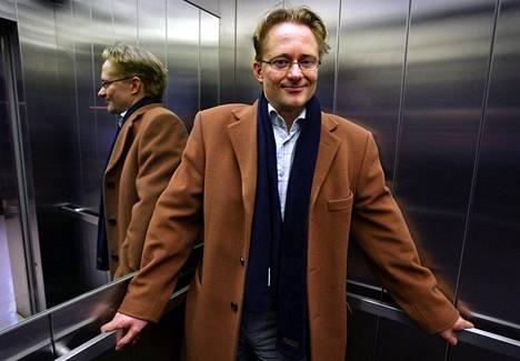 """Vuonna 2004 kuvassa poseerasi """"Ylen tuleva toimitusjohtaja"""" Mikael Jungner."""
