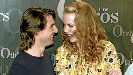 Tom Cruisen ja Nicole Kidmanin avioliittoa pidettiin skientologien keskuudessa uhkana Cruisen omistautumiselle. Pariskunta erosi vuonna 2001.