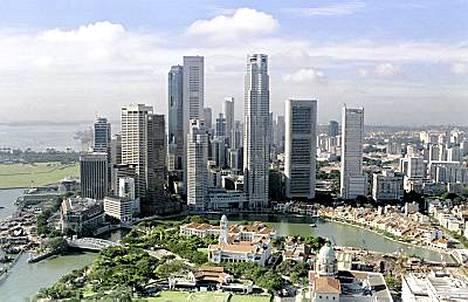 Singaporessa ei juuri satu luonnononnettomuuksia ja kansa on lainkuuliaista. Maa on myös hyvin siisti, purukumin heittämisestä maahan saa sakkoja!