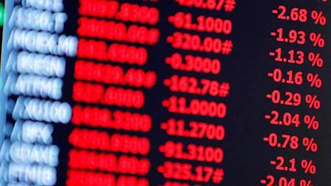 Osakekursseja New Yorkin pörssissä. Indeksifutuurit ennakoivat kaupankäynnin alkavan tänään laskevin kurssein.