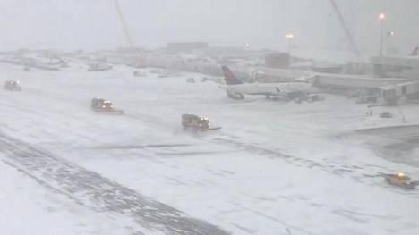 Denverin lentoasemalla putsattiin kiitoratoja 26. marraskuuta 2019.