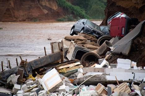 Aineelliset tuhot ovat erittäin suuria pahiten kärsineillä alueilla. Kuva Erftstadtista.