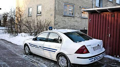Poliisi vartioi taloa, josta Tanskan terroriepäillyt pidätettiin.