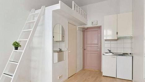 Helsingin Kampissa myydään yksiötä, jota ei saa enää rakentaa. 14 neliön yksiötä myydään tarjouskaupalla. Tarjouskaupalla myytävän asunnon lähtöhinta on 139 000 euroa, eli 9 929 euroa per neliö.