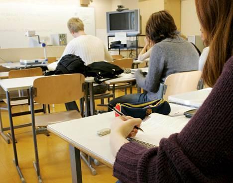 Opiskelijat tienaavat usein vähän, mutta koulutus tarkoittaa usein parempaa tuloa työuralla.