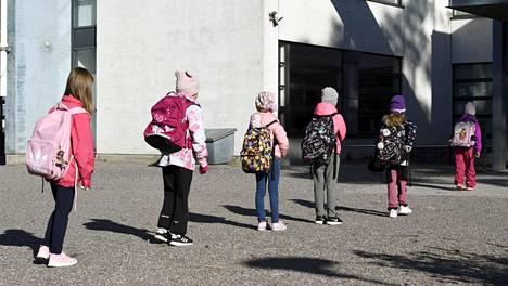 Lähes kaikki lapset aloittavat koulun sinä vuonna, kun täyttävät seitsemän vuotta.