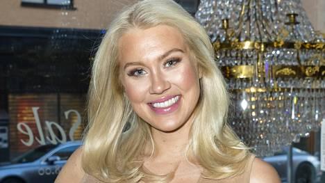 Ruotsalainen Isabella Löwengrip, 28, on luonut miljoonaomaisuuden blogillaan sekä kosmetiikkabrändillään.