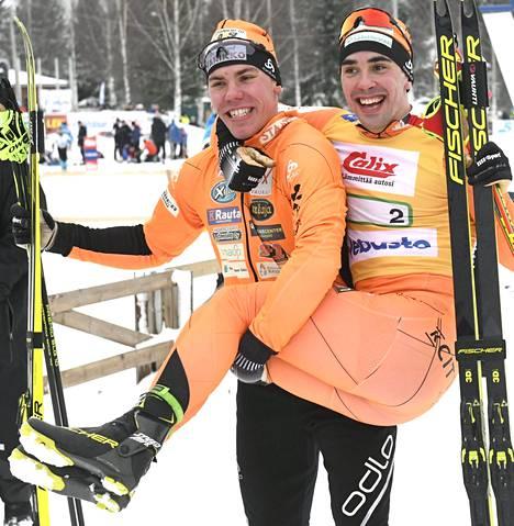 Jämin Jänteen Markus Vuorela ja Ristomatti Hakola velmuilivat SM-kullan ratkettua.