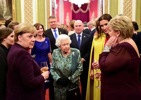 Kuningatar Elisabetilla riitti juttuseuraa.