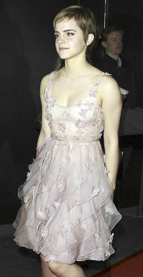 Emma Watsonin bile-look on muodikas ja sopivan tyttömäinen.