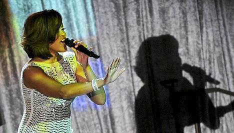 Alustava kuolinsyyraportti paljastaa, että Whitney Houston menehtyi lääkkeiden ja alkoholin yhdistelmään.