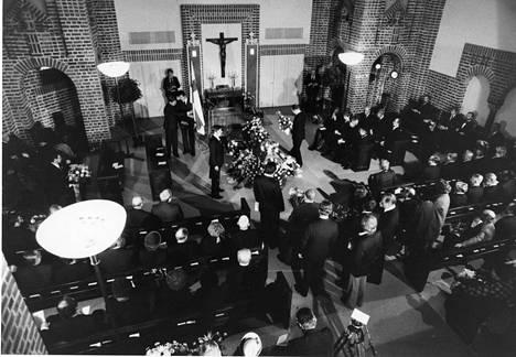 Mestarin hautajaiset. Tapio Rautavaara haudattiin lokakuussa 1979.