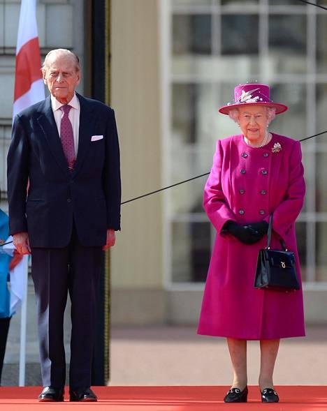 98-vuotias prinssi Philip ja 93-vuotias kuningatar Elisabet II. He lienevät ainoat ihmiset, jotka tietävät varmuudella koko totuuden Alicen ja prinssi Philipin väleistä.