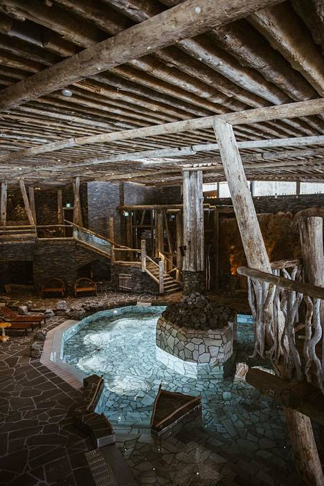 Rantasalmella sijaitseva kylpylä Järvisydän on louhittu rantakallioiden sisälle.