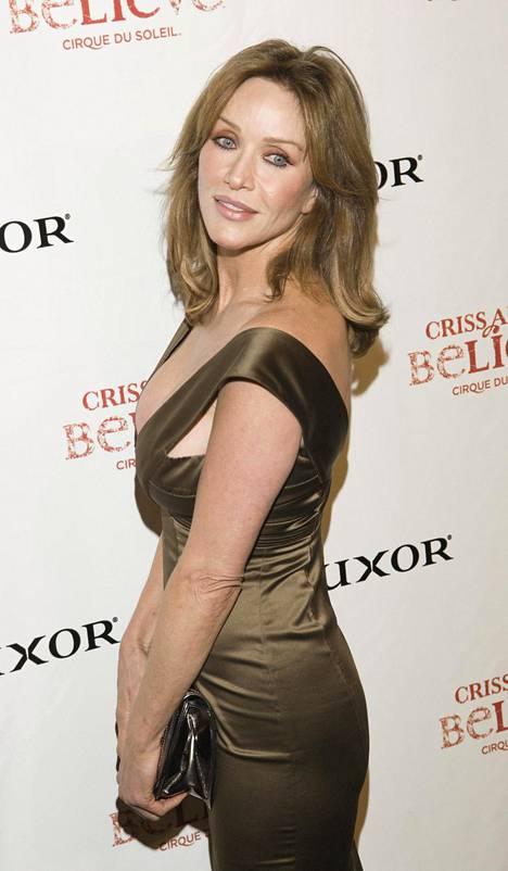 Tanya Roberts on Bondin jälkeen nähty pikkurooleissa elokuvissa ja tv:ssä. Roberts epäilee Bondin tuoman leiman vieneen häneltä rooleja.