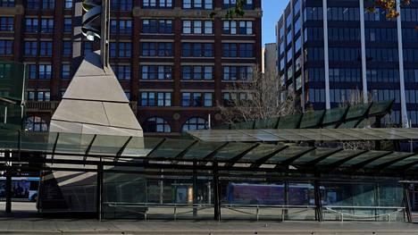 Tyhjä linja-autoasema Sydneyssä 26. heinäkuuta 2021.