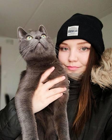 Silver on Jasmina Petäjistön mukaan seurallinen kissa, joka osaa jekutella. Maaliskuussa kissa saattoi ääntelyllään pelastaa Petäjistön hengen.