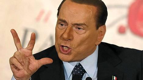 Roomassa on sunnuntaina osoitettu mieltä Berlusconin puolesta.