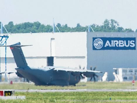 Airbusin A400M kone Blagnacin kentällä Toulousin lähellä.
