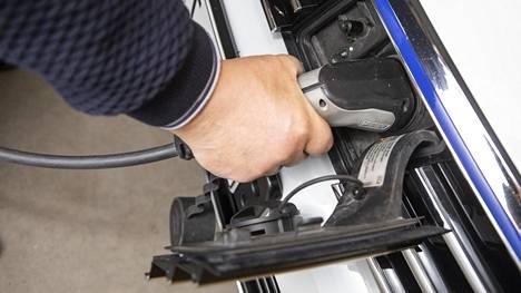 Moottori-lehden viiden ladattavan hybridin testi osoitti, että eri automallien taloudellisuudessa ja toimintaperiaatteissa on suuria eroja. Testi julkaistaan lehden keskiviikkona 29.4. ilmestyvässä numerossa.