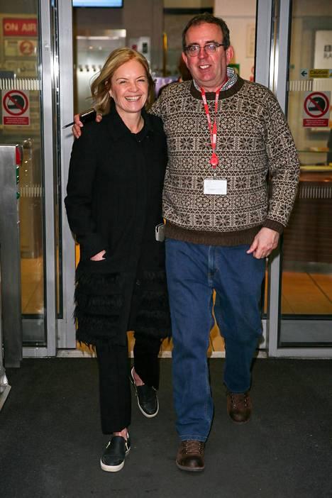 Coles mainosti uutta radio-ohjelmaansa kollegansa Mariella Frostrupin kanssa helmikuussa 2017.